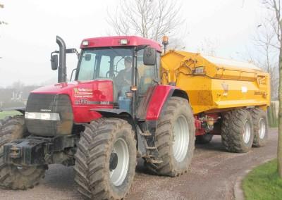 Tractor met 21 tons veenhuis kipper
