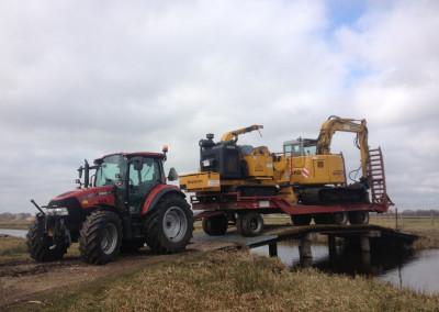 Tractor met dieplader, woodsman en kraan kato