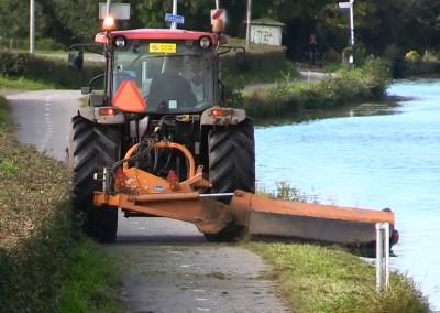 Tractor met klepelmaaier (2)